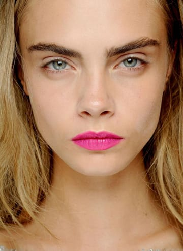 cara-delevingne-thick-eyebrows