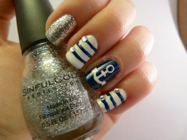 14nautical-nail-art