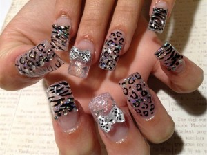 black-and-silver-glitter-nail-art