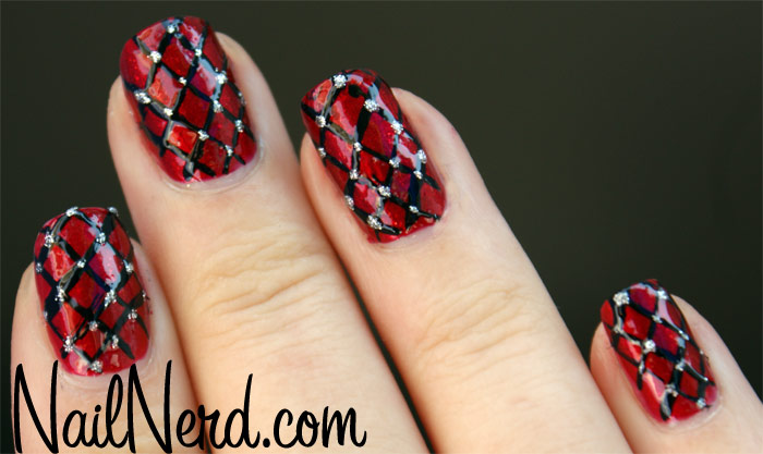 red-fishnet-nails