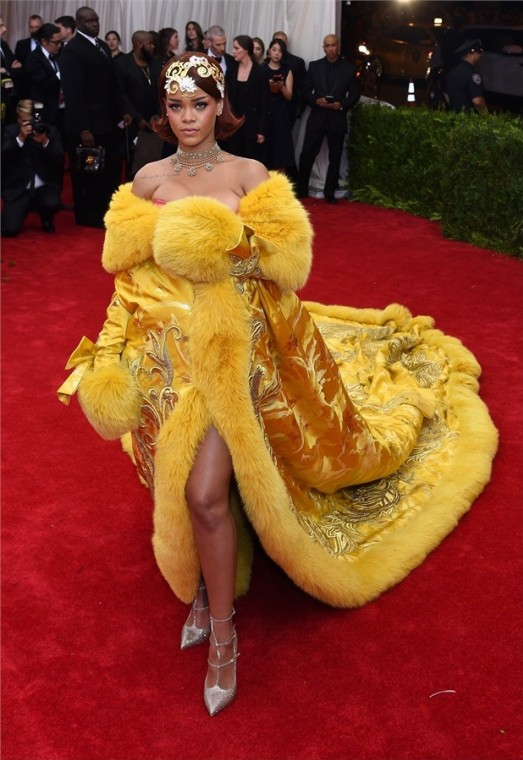 rihanna-in-guo-pei-couture