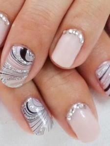 Nail art argento 25 suggerimenti per decorazioni unghie for Decorazione e applicazione unghie finte